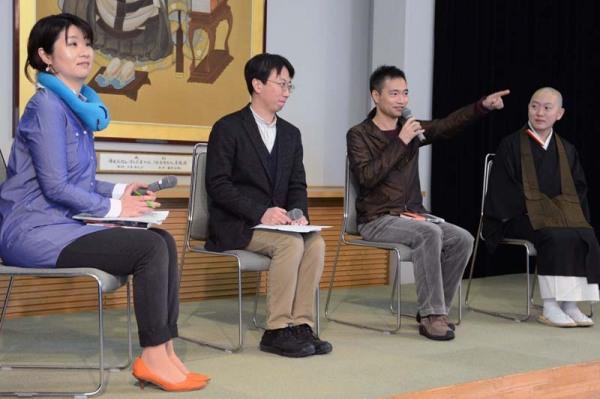 出版記念会の座談会 右から吉水岳彦さん、星野智幸さん、私、司会の小林多美子さん 撮影:吉田敬三