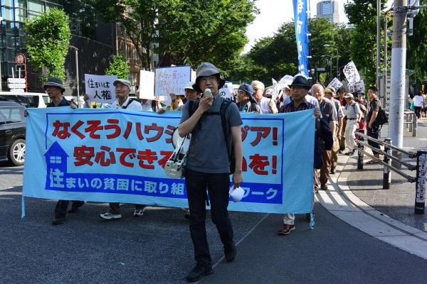 2014年6月14日、「住まいは貧困デー」パレードにて。