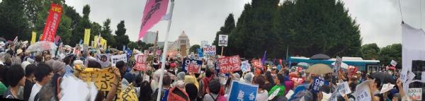 国会前で撮影したパノラマ写真。